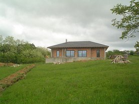 Casa de vânzare 5 camere, în Cornutel