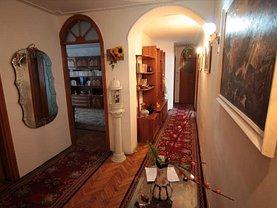 Apartament de închiriat 4 camere, în Slatina, zona Central