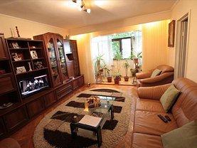 Apartament de vânzare 3 camere, în Slatina, zona Crisan