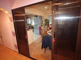 Apartament de vânzare 5 camere, în Slatina, zona Zahana