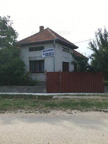 Casa cu teren 22 ari in Hrip - imaginea 1