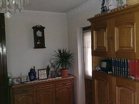 Apartament de vânzare 3 camere, în Târgovişte, zona Micro 3