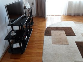 Apartament de vânzare 3 camere, în Târgovişte, zona Micro 2