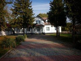 Casa de vânzare 11 camere, în Răzvad