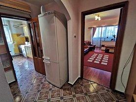Apartament de închiriat 3 camere, în Bacău, zona Republicii