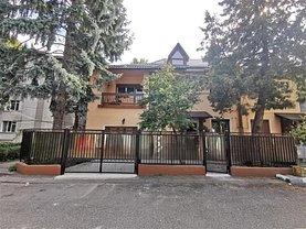 Casa de vânzare 6 camere, în Bacău, zona Central