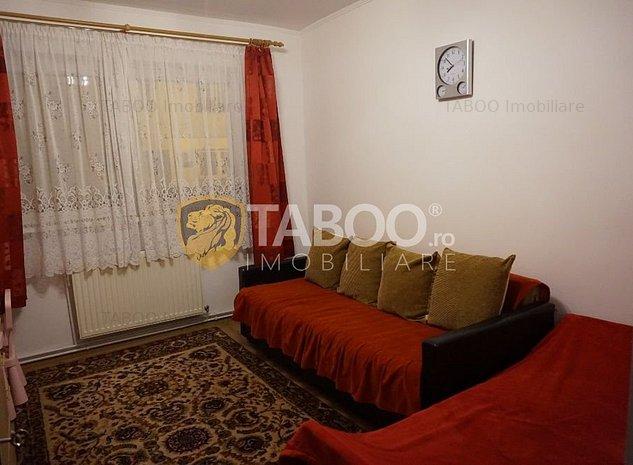 Apartament cu 2 camere decomandate balcon si pivnita Vasile Aaron - imaginea 1
