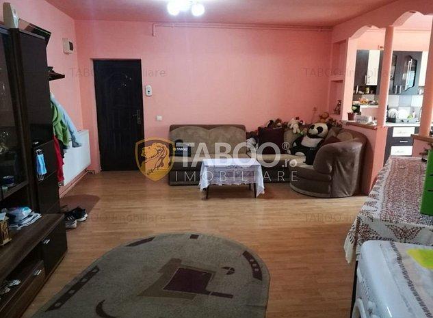 Apartament 3 camere 72 mp utili cu balcon in Sibiu zona Rahovei - imaginea 1