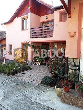 Casa cu 6 camere 1600 mp teren si garaj de vanzare in Sura Mare Sibiu - imaginea 1