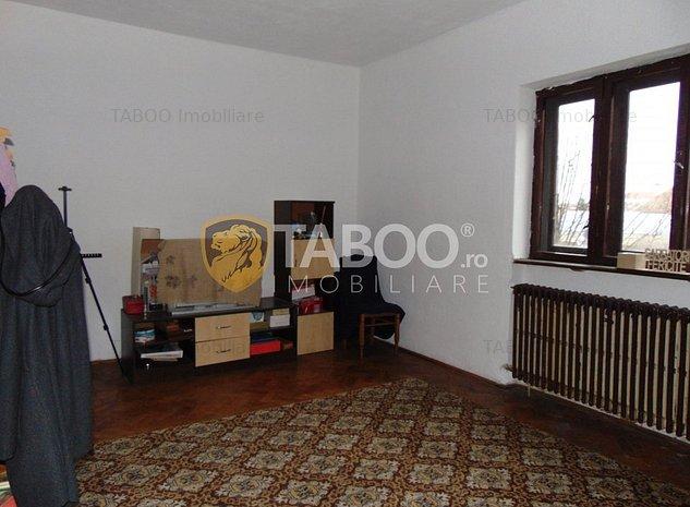 Casa individuala 270 mp utili de vanzare in Sibiu zona Centrala - imaginea 1