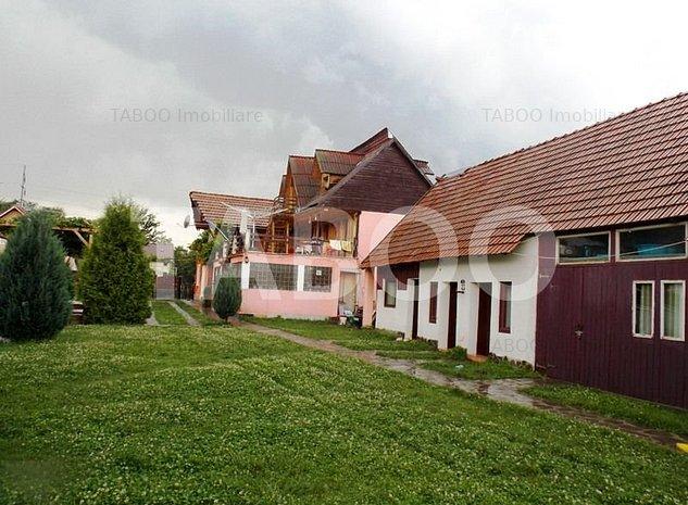 Pensiune cu 13 camere de vanzare in Sibiu localitatea Cartisoara - imaginea 1