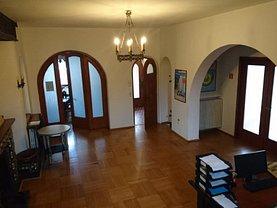 Casa de închiriat 17 camere, în Bucuresti, zona Casin