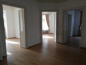 Casa de închiriat 15 camere, în Bucuresti, zona P-ta Victoriei