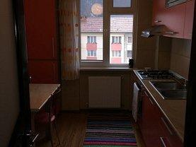 Apartament de închiriat 3 camere în Piatra-Neamt, Central