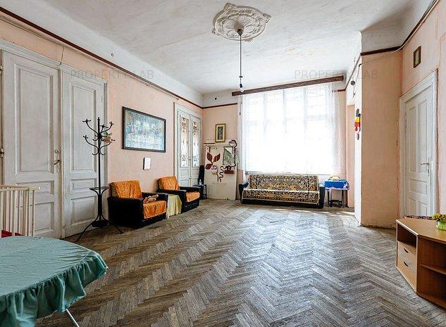 2 apartamente, intreg etaj 1, ultracentral - imaginea 1