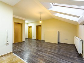 Apartament de vânzare 3 camere, în Arad, zona Pârneava