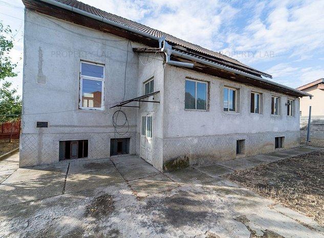 Casa spatioasa de renovat, Poltura - imaginea 1