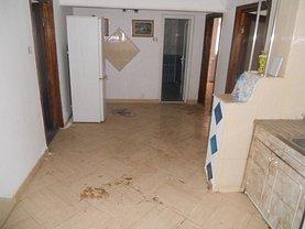 Apartament de vânzare 3 camere, în Piatra-Neamt, zona Maratei
