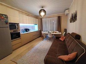 Apartament de vânzare 4 camere, în Floreşti