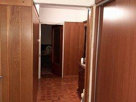 Apartament de vânzare 4 camere, în Pitesti, zona Exercitiu