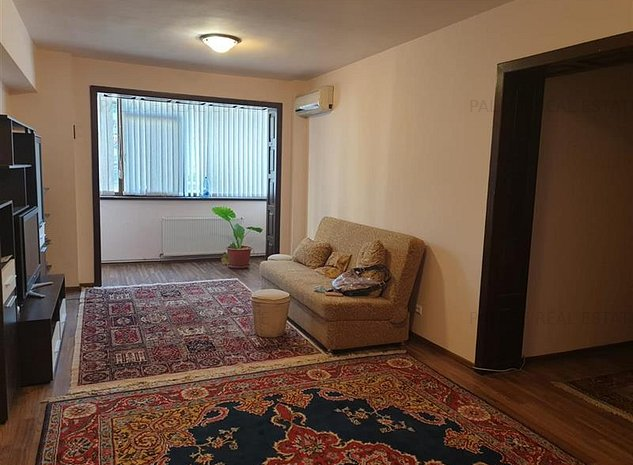 Ap 3 camere, renovat, mobilat si utilat modern, Centru Civic- Moldova - imaginea 1