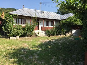 Casa de vânzare 4 camere, în Pietroasele