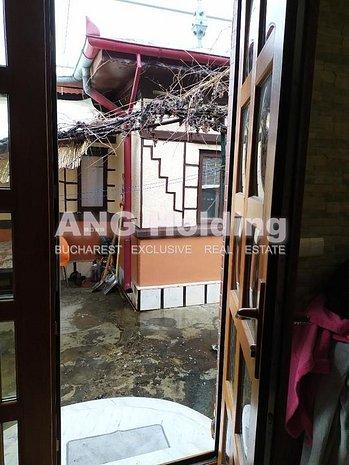 Teren cu casa demolabila metrou Aparatori - imaginea 1