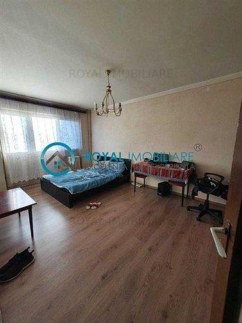 Royal Imobiliare - apartament 3 camere de vanzare  zona Republicii - imaginea 1
