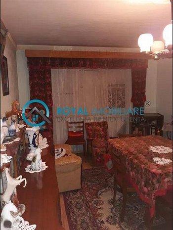 Royal Imobiliare - Vanzare Apartament zona 9 mai - imaginea 1