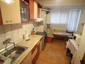 Apartament de vânzare 3 camere, în Galaţi, zona Micro 16