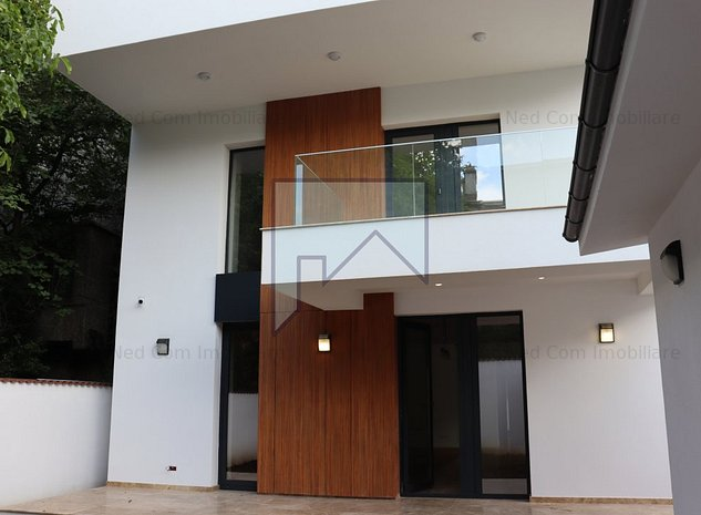 Vanzare Vila Ultramoderna zona Casin - imaginea 1