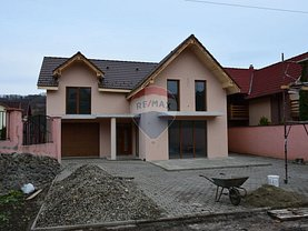 Casa 5 camere în Bistrita, Nord-Est