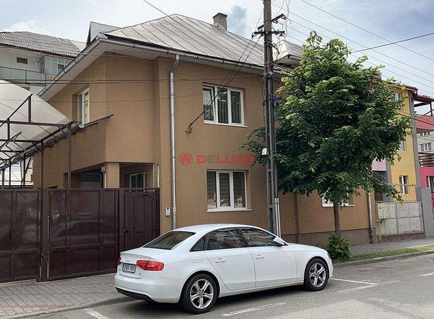 Casa / Vila cu 6 camere in zona Sud-Est - imaginea 1