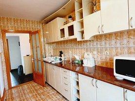 Apartament de vânzare 4 camere, în Galaţi, zona Central