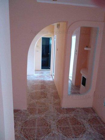 Apartament 3 camere decomandat Dunarea - imaginea 1