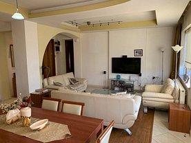 Apartament de vânzare sau de închiriat 3 camere, în Constanţa, zona Central