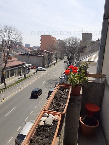 Apartament 3 camere decomandate - Capitol - 150.000 euro (E6) - imaginea 1