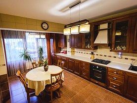 Apartament de vânzare 4 camere, în Galati, zona Bd. Cosbuc