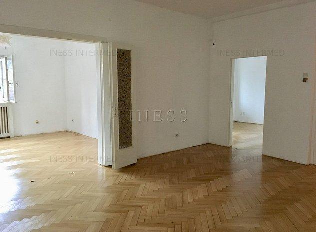 | Universitate in rondul Piata Rosetti | 6 camere | 185mp | 3 intrari | - imaginea 1