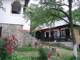 Casa de vânzare 6 camere, în Runcu