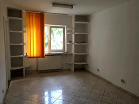 Apartament de vânzare 3 camere, în Targoviste, zona Central