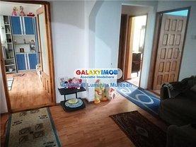 Apartament de închiriat 4 camere, în Târgovişte, zona Micro 11