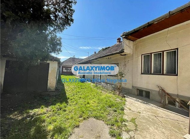 Vanzare casa veche cu un teren de 860 mp, in zona semicentrala - imaginea 1