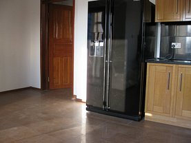 Casa de închiriat 6 camere, în Galaţi, zona Bd. Coşbuc