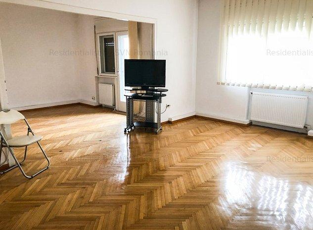 Apartament spatios situat ultracentral: living