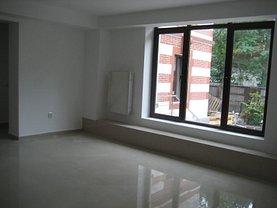 Casa de vânzare sau de închiriat 23 camere, în Bucureşti, zona Calea Victoriei