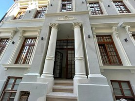 Casa de vânzare sau de închiriat 11 camere, în Bucureşti, zona Victoriei