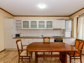 Apartament de vânzare 4 camere, în Sibiu, zona Calea Dumbrăvii