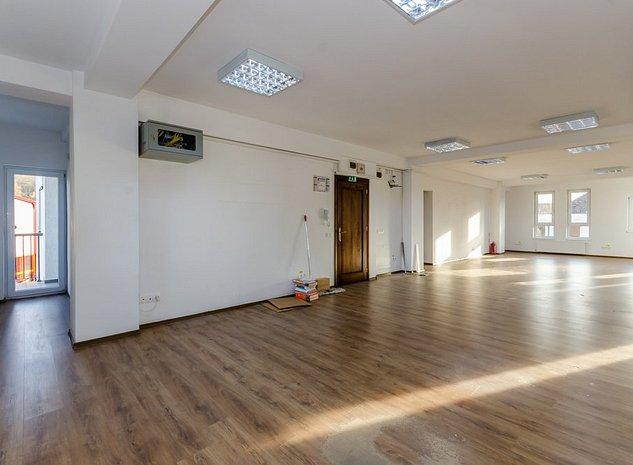 Spatiu birouri 100mp, et.1, lift, balcon, zona centrala - imaginea 1