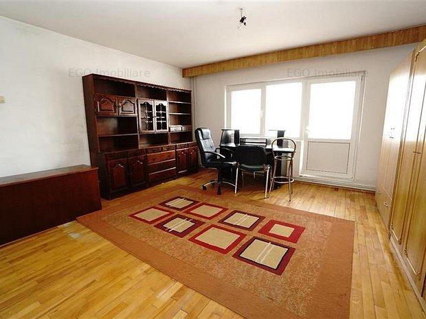 Vanzare Apartament 3 Camere In Zona Scortarilor In Centru - imaginea 1